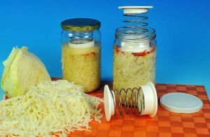 Stlačovací pružina do sklenic při nakládání zeleniny Pickles Reproplast